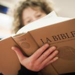 22 novembre 2013 : Livraison de la nouvelle version de la bible à la librairie La Procure, Paris (75), France.