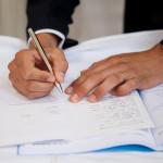 Juillet 2012 : Signature des registres lors d'une messe de mariage catholique, dans le centre de la France.