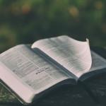 Lecture de la Bible.