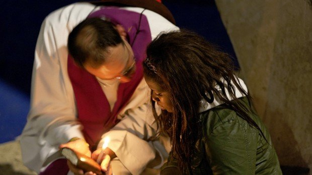 23 avril 2010: Confession pendant la célébration de réconciliation lors du Frat, Bas. Saint Pie X, Lourdes (65), France.