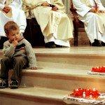Enfant à la messe