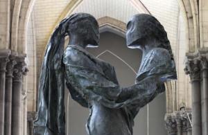 Sculpture de Nicolas Alquin « La Paix soit avec toi ! », Cathédrale Notre Dame de la Treille à Lille, Bronze, 2004. LE © Gautier Deblonde