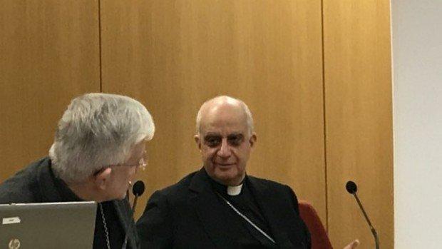 Mgr Olivier Leborgne, évêque d'Amiens et président de la CECC et Mgr Rino Fisichella, président du Conseil pontifical pour la promotion de la nouvelle évangélisation.