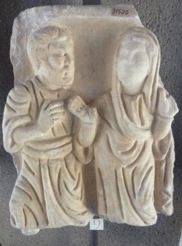 1 Apôtre et une défunte en orante fragment