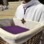25 Février 2012 : Appel décisif des catéchumènes adultes. Célébration présidée par Mgr Gérard DAUCOURT, év. de Nanterre, en la cath. Sainte Geneviève. Nanterre (92) France.