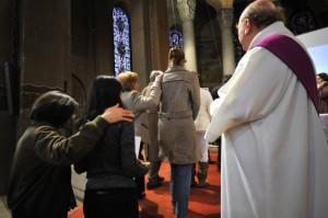 Appel décisif des catéchumènes adultes en la cath. Sainte Geneviève, Nanterre (92), France.