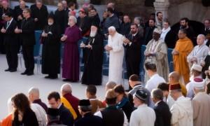 Journée interreligieuse pour la paix le 27 octobre 2011 à Assise. De gauche à droite : le Rev. Olav FYKSE TVEIT, Secrétaire général du Conseil Oecuménique des Egl. (COE), S.E. Mgr Norvan ZAKARIAN, primat du diocèse de France de l'Egl. arménienne orthodoxe, Mgr Rowan WILLIAMS, archevêque de Canterbury et primat de l'Egl. anglicane, S.B. Bartholomeos Ier, Patriarche oecuménique de Constantinople, Benoît XVI, le rabbin David ROSEN, directeur international pour les relations interreligieuses de l'American Jewish Committee, le prof. Wande ABIMBOLA, représentant des cultes traditionnels africains, Acharya Shri Shrivatsa GOSWAMI, chef spirituel hindou du templ Sri Radharamana à Vrindavan, Vénérable JA SEUNG, President de l'ordre Jogye (Bouddhisme Coréen), Journée interreligieuse pour la Paix à Assise, Ombrie, Italie.