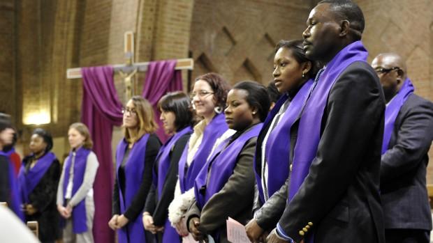 1er mars 2009 : Catéchumènes lors de la cérémonie d'appel décisif, Egl. Saint-Yves-des-Quatre-Routes, La Courneuve (93), France