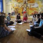 5 juillet 2011: Les enfants apprennent à chanter lors d'un atelier chant. Durant une semaine des adolescents de 8 à 17 ans accueillent et partagent la Parole de Dieu à l'Ecole de prière de Saint Prix, maison Massabielle, diocèse de Pontoise (95), France.  July 5, 2011: Prayer School of Saint Prix's, diocese of Pontoise (95), France.