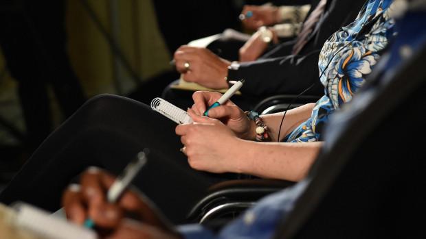 Prise de notes lors d'une conférence.