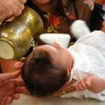Baptême d'un petit enfant.