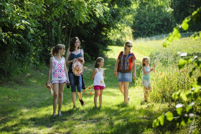 03 juillet 2014 : Promenade en famille dans la nature, à Maurecourt (95), Val d'Oise, France. July 03, 2014: A walk in the countryside. Maurecourt (95), France.
