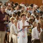 Procession des offrandes au cours de la célébration de l'Eucharistie.
