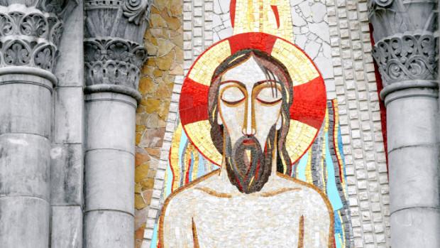 """2008: """"Le Baptême"""" (détail), mosaïque de Marko Ivan Rupnick (2007) appartenant à la série des """"mystères lumineux"""", facade de la bas. Notre-Dame du Rosaire, Lourdes (65), France."""