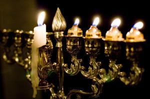 18 décembre 2006: Hanoukia dont les bougies sont progressivement allumées pendant la fête de Hanoukka, Paris (75), France.