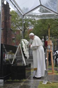 24 novembre 2019 : Le pape François se recueille à l'Atomic Bomb Hypocenter Park à Nagasaki, Japon.