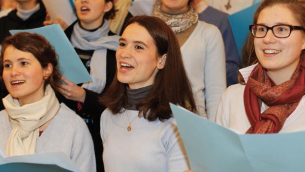 Chorale dans la basilique Notre-Dame de Fourvière, Fête des Lumières.