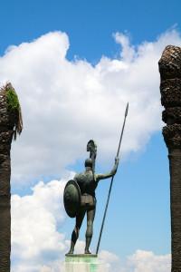 Statue de bronez à l'effigie du héros mythologique Achille, dans les jardins du palais de l''Achilleion, sur l'île grecque de Corfou.