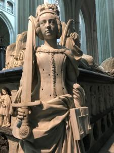 Statue d'angle représentant la Justice, tombeau de François II et Marguerite de Foix, en la Cathédrale de Nantes.