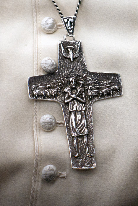 30 novembre 2014 : Croix pectorale du pape François.