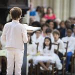 23 juin 2019 : Premières communions. Lecture par un jeune communiant lors de la messe célébrée en la paroisse Saint Jean Baptiste de Belleville, Paris (75), France.