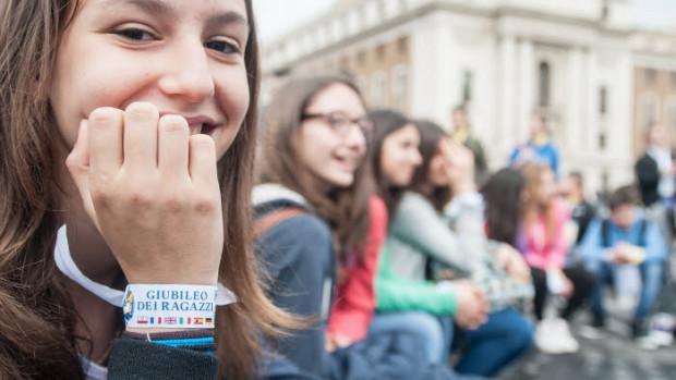 23 avril 2016 : Jubilé des adolescents qui réunit une foule de jeunes sur la place Saint Pierre au Vatican, Rome, Italie.