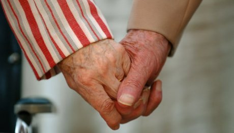 10 août 2005: Mains tenues, Paray le Monial (71), France.