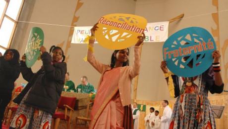 La Fête des Peuples organisée par la Pastorale des Migrants du diocèse d'Evry. Eglise du Saint Esprit, à Viry-Chatillon (Essonne), le 6 février 2005.